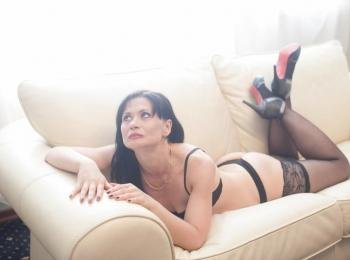 EVILENSA - Travel, books, music. - I`d love to please you! I`m a hot type - always thinking about sex and always ready to talk about it. Are you in the mood to chat with me? Come in and tell me your fantasies!  - Alter: 40 / Löwe - Größe: 169 / normal - Geschlecht: weiblich - Ausrichtung: heterosexuell - Haare: braun / sehr lang - Piercing: keins - BH-Größe: B - Hautfarbe: weiss - Augen: braun - Rasur: teilrasiert